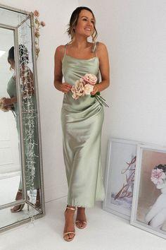 Slip Bridesmaids Dresses, Olive Green Bridesmaid Dresses, Bridesmaid Dress Colors, Bridesmade Dresses, Sage Wedding, Dream Wedding, Wedding Goals, Wedding Themes, Wedding Attire