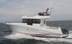 Beneteau Barracuda 9: The rub rail creates a sloping sheer line affect while the freeboard remains at a high and dry level. Notice the elevated backrest to the flybridge seat for safety.
