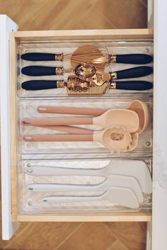 Coordinating Kitchen Items: The Best Gold Flatware and More to Make your Kitchen Shine Coordinating Kitchen Items: The best Gold Flatware and more to make your kitchen shine. I think one of the reasons why everyone loved my Kitchen drawer Kitchen Drawer Organization, Home Organisation, Kitchen Drawers, Kitchen Items, Kitchen Hacks, Diy Kitchen, Kitchen Gadgets, Kitchen Decor, Kitchen Storage Hacks
