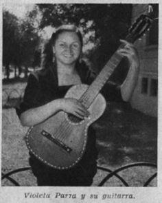 Violeta Parra y su guitarra