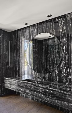 43 Beautiful Black Marble Bathroom Design To Looks Classy - Home Design Bedroom Minimalist, Minimalist Decor, Modern Minimalist, Marble Interior, Bathroom Interior Design, Black Marble Bathroom, Modern Bathroom, Marble Bathrooms, Luxury Bathrooms