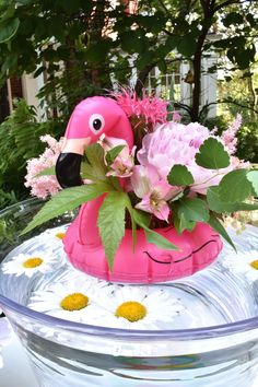 Pool party fun is a favorite summertime celebration! See all the easy decorations.and no pool required to get in on the fun! Pink Flamingo Party, Flamingo Pool, Flamingo Birthday, Luau Birthday, Pink Flamingos, Birthday Ideas, Pool Party Centerpieces, Summer Party Decorations, Easy Decorations