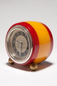 Great Art Deco 1930's small barrel shaped laminated Catalin marbleized in a bright butterscotch and red New Haven wind-up desk clock.