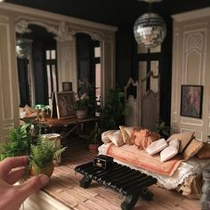 Image may contain: indoor Barbie Furniture, Home Furniture, Dollhouse Miniatures, Dollhouse Ideas, Miniature Rooms, Barbie House, Small World, Indoor, Living Room