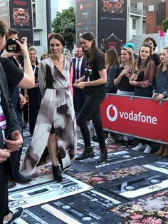 Prime Minister Jacinda Ardern makes her way up the red carpet. Prime Minister, Politicians, Kiwi, Red Carpet, How To Make, Inspiration, Outfits, Dresses, Fashion