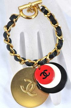 Chanel 5, Chanel Fashion, Vintage Chanel, Chanel Bracelet, Chanel Jewelry, Trendy Accessories, Jewelry Accessories, Chanel Bedroom, Coco Mademoiselle