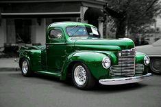 International harvester Kb series Bad to the Bones! International Pickup Truck, International Harvester Truck, Vintage Pickup Trucks, Antique Trucks, Vintage Trailers, Vintage Cars, Hot Rod Trucks, Cool Trucks, Farm Trucks