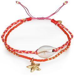Armband von CHAN LUUGeflochtenes zweireihiges Armband der amerikanischen Designerin Chan Luu.geflochtenes Armband mit MuschelanhängerBand mit bunten Schmuckperlen und einem Seesternanhängermittels verschiebbarem Knoten in der Weite variabelMaterial: Anhänger aus Silber