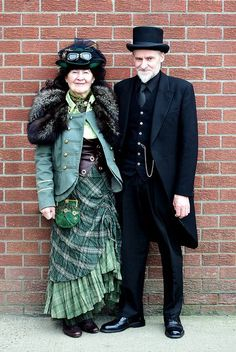 This couple is AWESOME!  Steampunk Couple..... they're so cute!