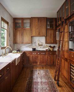 Interior Modern, Kitchen Interior, Kitchen Decor, Interior Design, Kitchen Furniture, Dark Wood Furniture, Furniture Stores, Classic Kitchen, Warm Kitchen