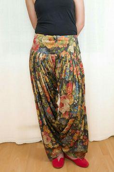 Black Floral Harem Pants by DeLaBelle Patiala Dress, Salwar Pants, Patiala Salwar, Sharara, Dress Indian Style, Indian Wear, Indian Outfits, Patiala Suit Designs, Salwar Designs