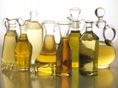 Existen varios tipos de aceite para cocinar según el ingrediente principal: coco, oliva, aguacate, canola, semilla de uva, etc. Te comparto cuál es la diferencia entre los distintos tipos de aceites y cuáles son los más adecuados para cocinar.