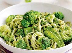 Linguine met pesto en groene groenten