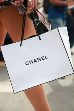 chanel Go Shopping, Shopping Spree, Amai, Love Fashion, Dior, Glamour 62ae8ed2f48b