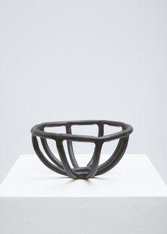 SIN Medium Coil Prong Fruit Bowl (Matte Black)