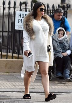 Daniella Semaan.. #stylethebump #chicbump #dressingthebump
