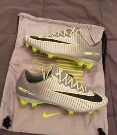 10554850d741 Botines Nike Mercurial Nike Football Boots