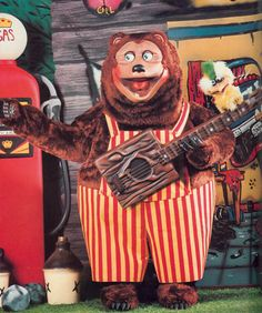 Showbiz Pizza | ... famed mascot of showbiz pizza place when the first spp opened in 1980