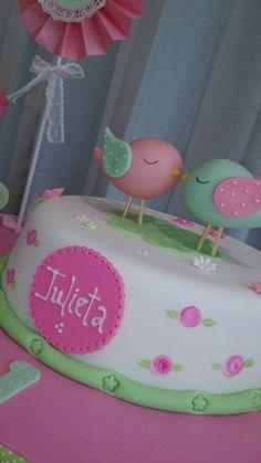 nombre en la torta Bird Cakes, Cupcake Cakes, Bird Party, Baby Shawer, Bird Theme, Ideas Para Fiestas, 1st Birthdays, Baby Birthday, Baby Shower Cakes