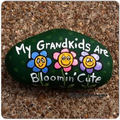 Grandkids - Painted rock - easy rock painting ideas, stone art for your inspiration Stone Crafts, Rock Crafts, Crafts To Make, Kids Crafts, Pebble Painting, Pebble Art, Stone Painting, Painted Pavers, Painted Rocks