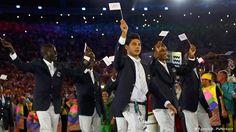 Equipe dos refugiados A primeira equipe de refugiados dos Jogos Olímpicos foi recebida com aplausos e entusiasmo pelo público. Entre os atletas, está a nadadora síria Yusra Mardini, que vive em Berlim.