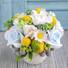 Ceramic Flowers, Clay Flowers, Paper Flowers, Flower Boxes, My Flower, Flower Art, Gum Paste Flowers, Indoor Flowers, Fondant Flowers