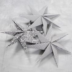 13324 A Seven-Pointed Star made from Square Pieces of Paper