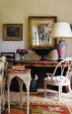love the red/white end table!