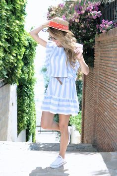 White converse, summer dress and hat