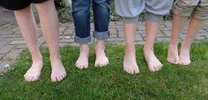 Als ouder kom je ooit op het punt dat je met je kind ruzie maakt in de schoenenwinkel. Jij wilt goede schoenen voor je zoon of dochter.  Dilemma! Geef je ze hun zin of hou je vast aan dat zinnetje in je hoofd 'slechte voeten, krijg je door slechte kinderschoenen'. Waarom niet the best of both worlds? http://www.vanmeerschoenen.nl/nl/blog/hip-of-goed-zes-tips-om-goede-an-hippe-kinderschoenen-te-kiezen/