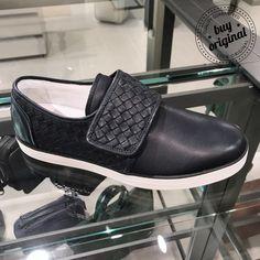 Bottega Veneta 360€  Вся мужская #обувь на нашей странице тут ➡️ #МужскаяОбувьBuyOriginal  Вся продукция этой марки на нашей странице тут ➡ #BottegaVenetaBuyOriginal ••••••••••••••••••••••••••••••••••••••••••• Заказ и консультация по номеру WhatsApp/Viber☎️+393450327567 ••••••••••••••••••••••••••••••••••••••••••• #покупкионлайн #стиль #онлайнбутик #онлайншоппинг #personalshopper #шоппер #баер #байер #тренды #шоппинг #онлайншопинг #шопинг #шопер #онлайнпокупки #онлайнмагазин #купить…