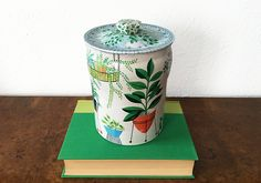 Mid Century Tin Canister – Vintage Garden