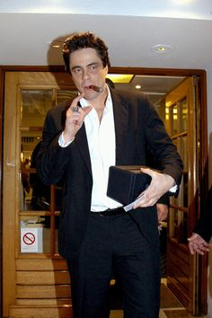 Benicio Del Toro, Cigar