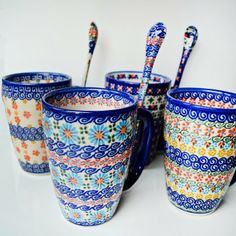 polish pottery hot chic cups and spoons ------ I just got a Polish Pottery mug from TJ Maxx. I have like, I don't know, 8,000 other peices straight from Bolesławiec, but I love mugs. Especially the Polish kind.
