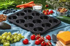 With these picnic ideas you become a picnic professional! Veggie Platters, Party Food Platters, Dessert Dips, Dessert Table, Desserts, Healthy Snacks, Healthy Recipes, Food For A Crowd, Veggie Recipes