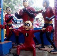 Humour Disney, Disney Memes, Disney And Dreamworks, Disney Pixar, Funny Images, Funny Pictures, Funny Jokes, Hilarious, Design Fails