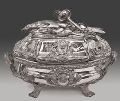 An oval silver cloche, Antoine-Sébastien Durant, Paris, 1750-51 with later base, Jean-Baptiste Claude Odiot, Paris, circa 1821 © Musées royaux d'Art et d'Histoire, Brussels.