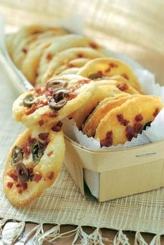Food Inspiration Biscuits au chorizo et aux olives Permet dutiliser des blancs dœuf su Fingers Food, Cooking Time, Cooking Recipes, Soup Recipes, Fingerfood Party, Good Food, Yummy Food, Salty Foods, Snacks Für Party