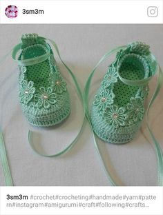 Beautiful crochet baby shoes or booties.This Pin was discovered by Alt Baby Girl Crochet Blanket, Crochet Baby Blanket Beginner, Crochet Baby Boots, Crochet Sandals, Booties Crochet, Crochet Baby Clothes, Cute Crochet, Beautiful Crochet, Baby Boy Shoes