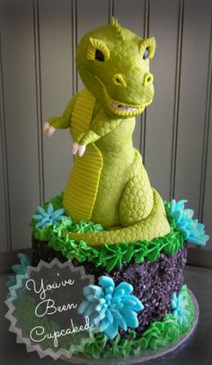 I was crunched for time (my poor clients were in-house when I was just finishing up, luckily they were super sweet and very patient) this cake was a personal favorite of mine. Unique Cakes, Creative Cakes, Beautiful Cakes, Amazing Cakes, Cakes For Boys, Boy Cakes, T Rex Cake, Jungle Cake, Friends Cake