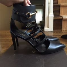 NEW Gucci horsebit shoes Never worn!!!! Bought these gorgeous shoes from the Saks Fifth in NYC. Unfortunately, i don't have anywhere to wear them:(.  They fit a size 9.                                       ✅Bundles                                                                                                      Trades                                                                              ⚡️✈️ Shipping Gucci Shoes