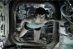 Gravity __My Cuaron__Stars:Sandra Bullock、George Clooney Gravity Movie, Gravity 2013, Watch Gravity, Sandra Bullock, Sandro, Best Picture Nominees, Camera Rig, New Cinema, American Hustle
