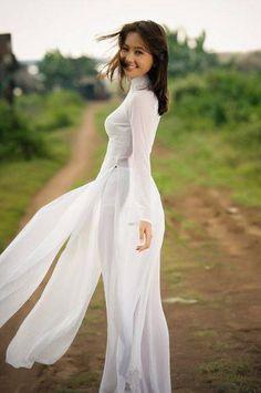 テーマ: アオザイ力 アオザイはボクを魅了してやまない。 着物でアオザイをリメイクしだして早5年。 ますますアオザイの魅力に引き込まれていく。 ベトナム女性はなぜこれほどまでにアオザイが似合うのか。 スリムだからかアオザイが着れるのか。 アオザイを着るから...