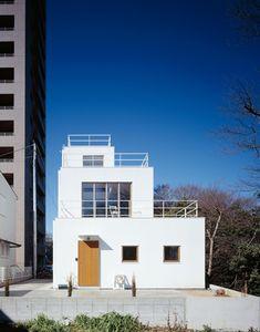 Deck House Plan by Takeshi Hosaka Architects