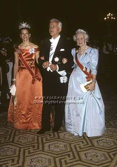 Queen Silvia wore this tiara for the dinner gala during the German State visit in May/June Swedish Royalty, Royal Tiaras, Queen Silvia, Royal Princess, Descendants, Victoria, Nobel Prize, Gowns, Lady