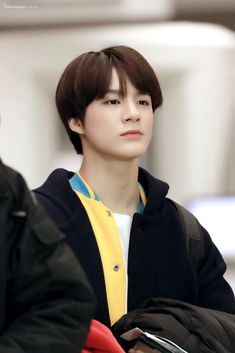 ^Jeno being the skinny legend he is^ Johnny Seo, Kim Jung, Jeno Nct, Nct Taeyong, Kpop Groups, Boyfriend Material, Jaehyun, Korean Boy Bands, Nct Dream