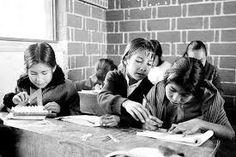 más de la mitad de los niños y adolescentes de los pueblos, no están escolarizados