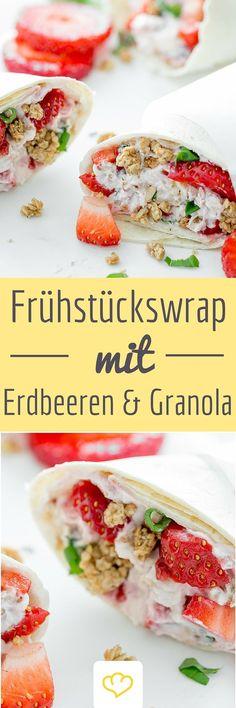 Frühstückswrap mit Erdbeeren und Granola: Eine Tortilla – mit Frischkäse bestrichen, mit Erdbeeren belegt und mit Knuspermüsli gefüllt.:
