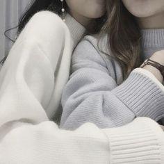 Lesbian love, blue aesthetic en girls in love. Cute Lesbian Couples, Lesbian Love, Couple Aesthetic, Blue Aesthetic, Korean Aesthetic, Japanese Aesthetic, Ulzzang Couple, Ulzzang Girl, Couples Lesbiens Mignons