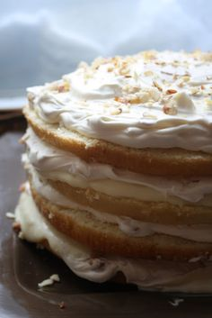 White Chocolate Almond Cream Cake--taking a plain box mix to a whole new level-- with Mascarpone Whipped Cream and White Chocolate Ganache Just Desserts, Delicious Desserts, Yummy Food, Baking Recipes, Cake Recipes, Yummy Treats, Sweet Treats, Fresh Strawberry Cake, How Sweet Eats